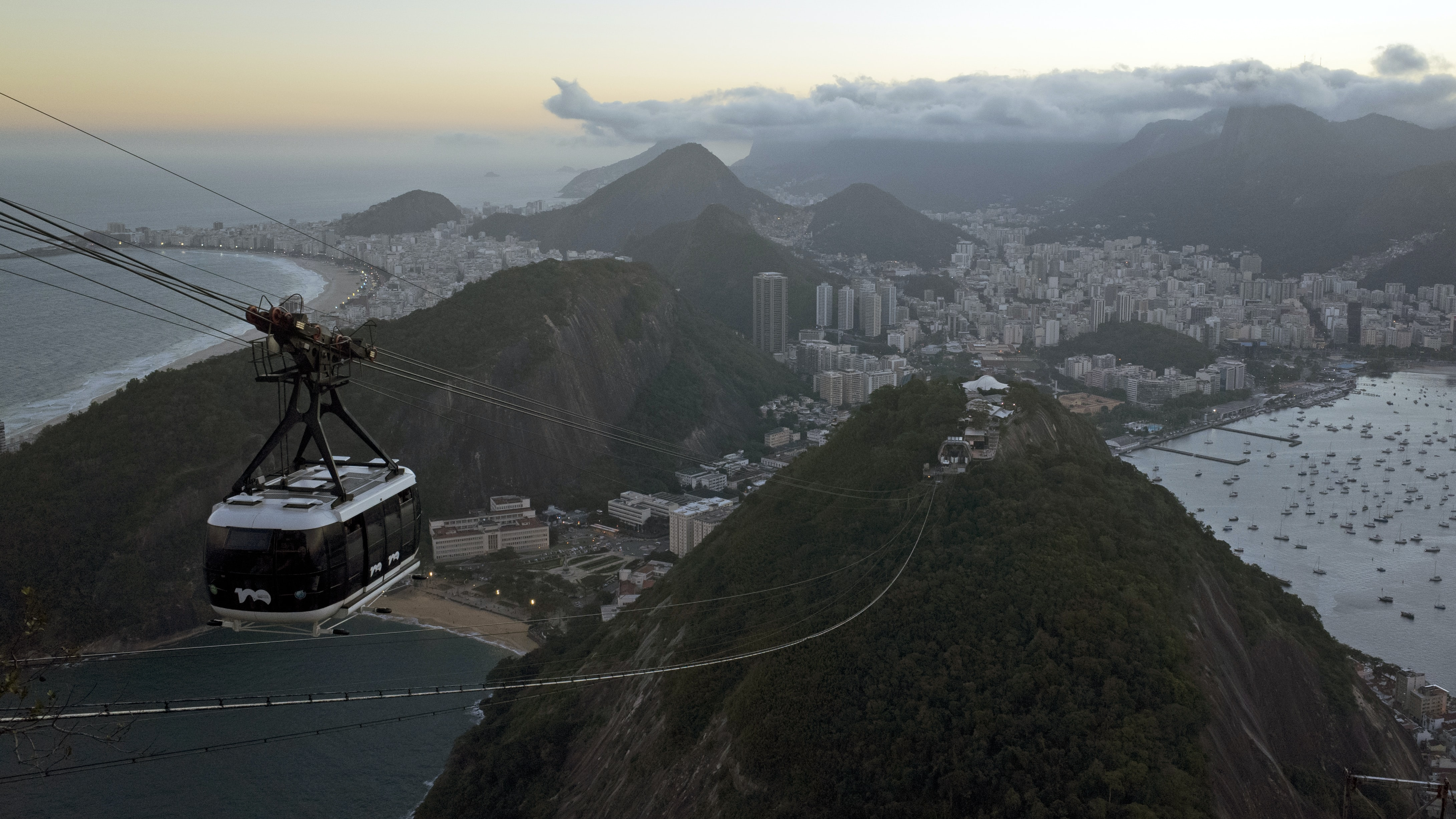 birds eye view photo of black and gray cable car
