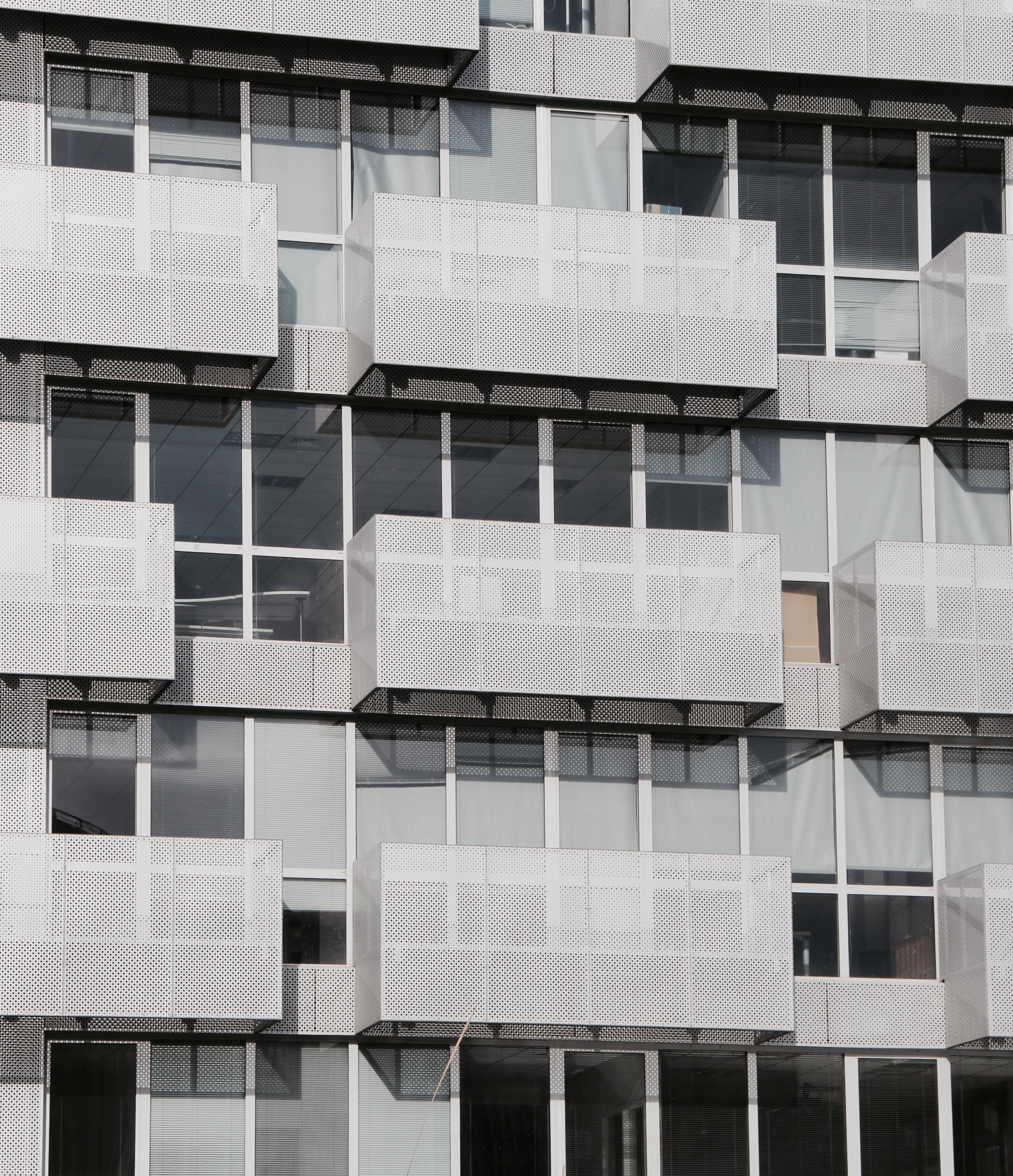 closeup photo of gray concrete building