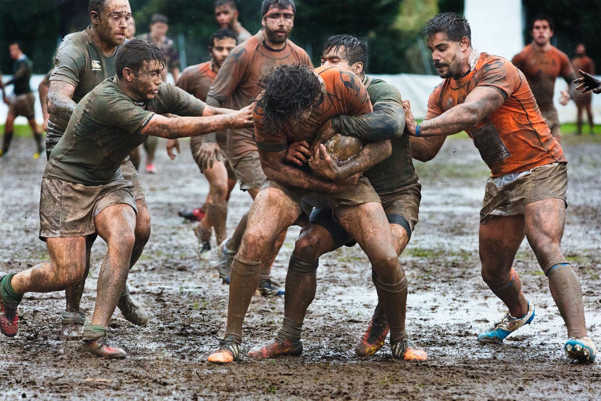 Durante un partido entre el Club de Rugby Málaga y el Económicas Rugby Málaga celebrado en el Bahia's Park de Marbella.