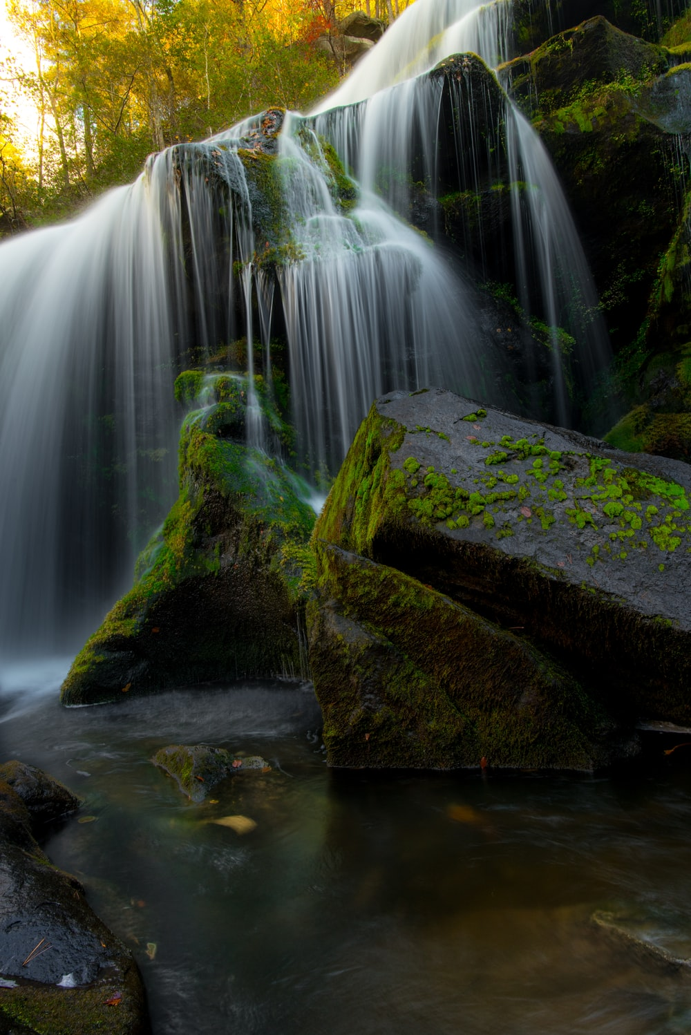 timelapse photography of waterfalls over mossy rock
