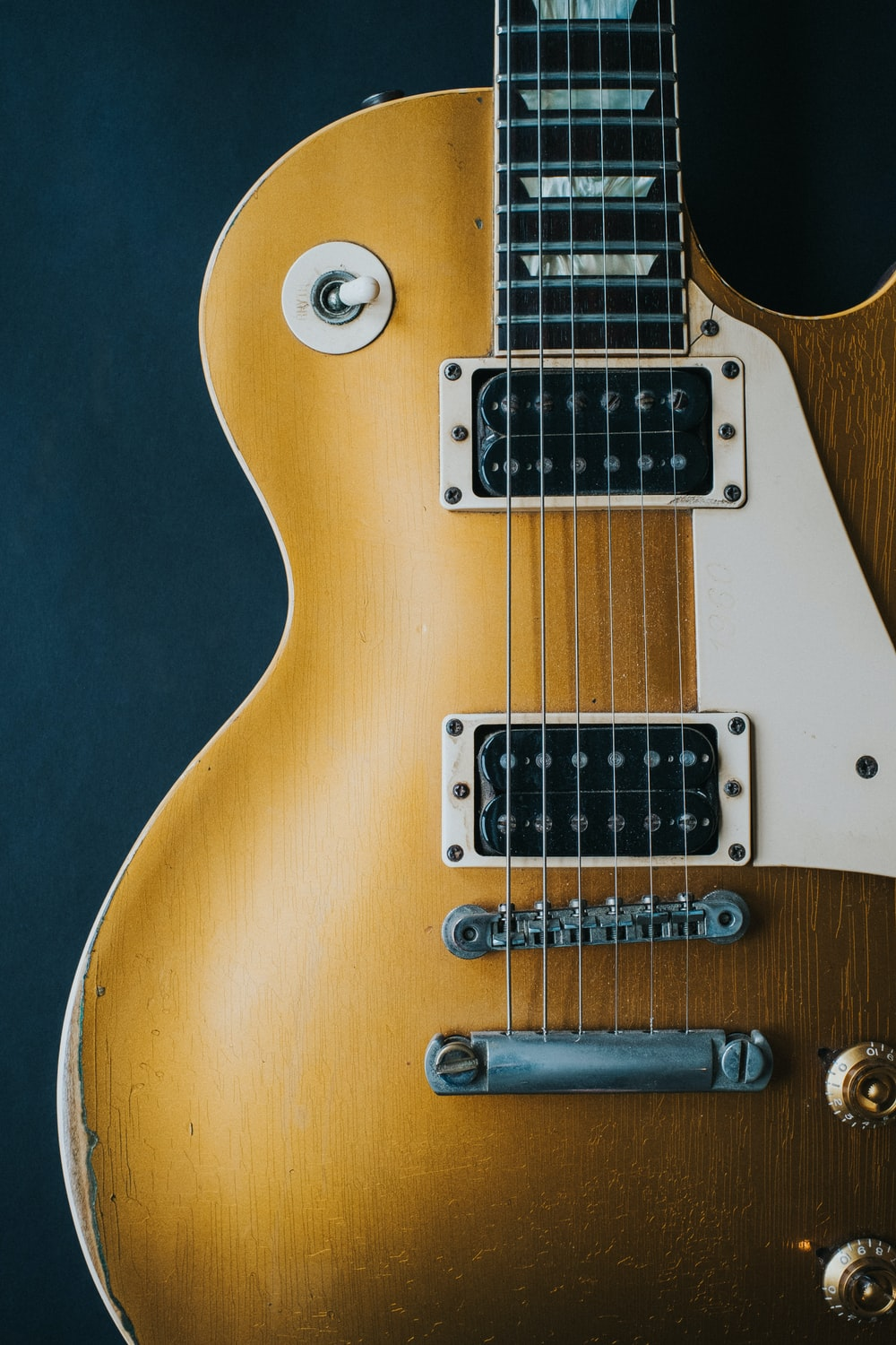 closeup photography of electric guitar