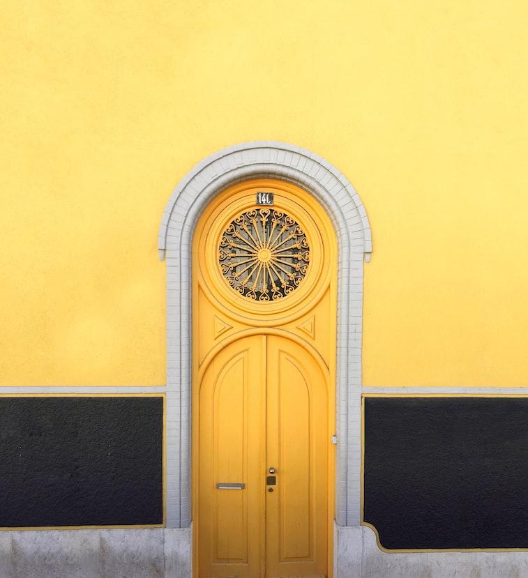 photo 1508247687564 2289326346a2?ixlib=rb 1.2 - Como escolher cores na Arquitetura: Amarelo e Verde