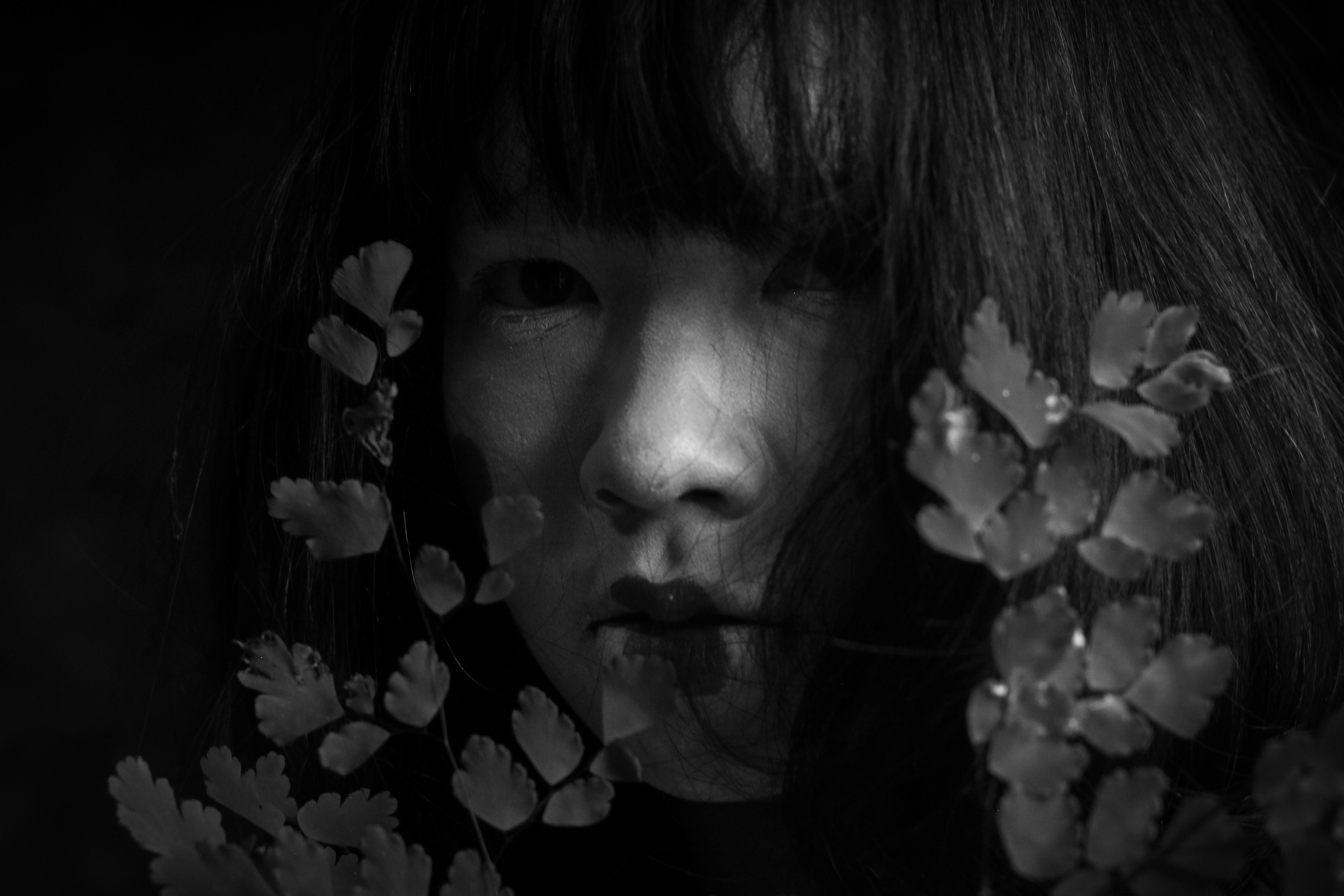 gray scale photo of Geisha