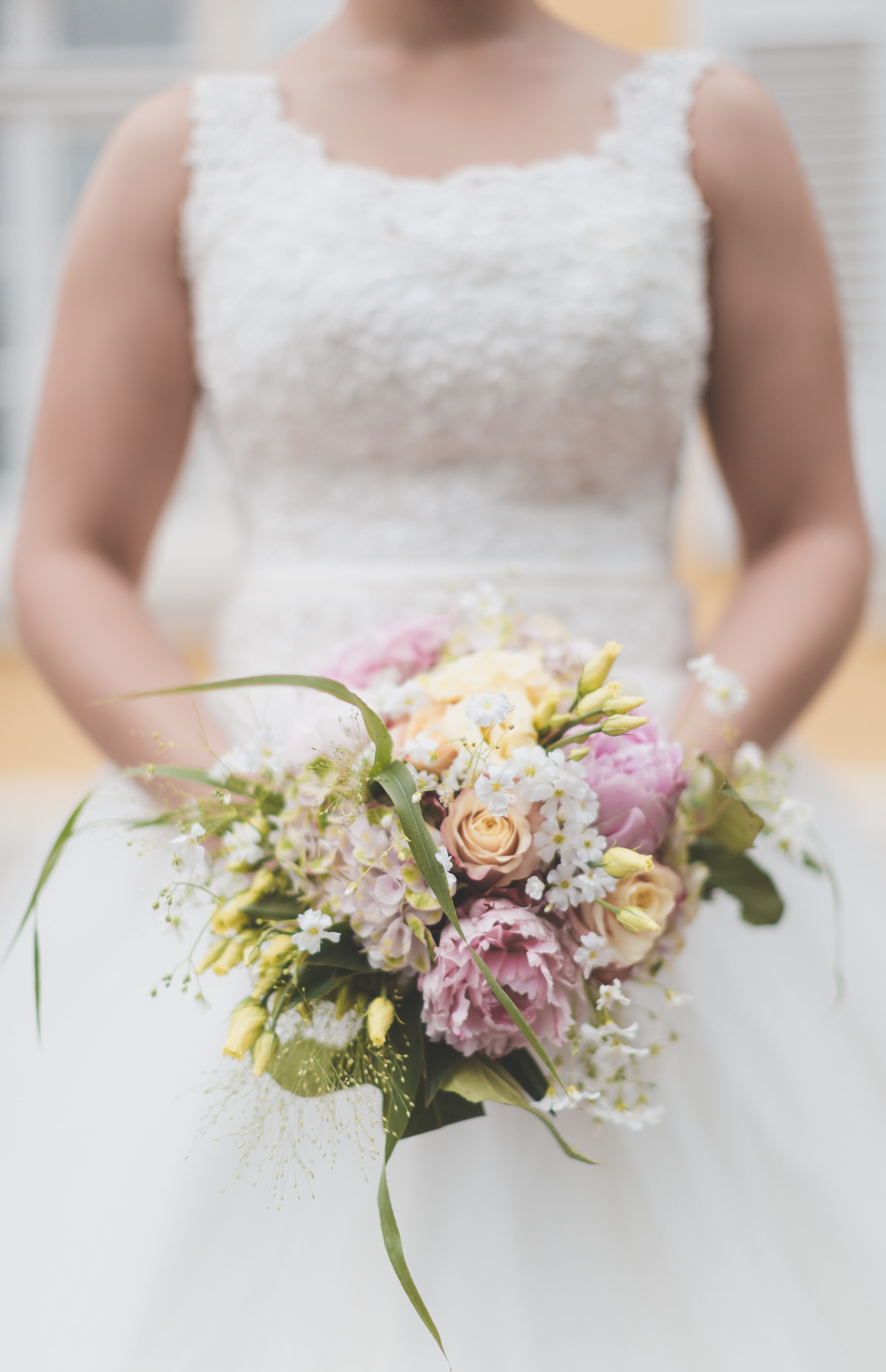 bride holding bouquet flowers