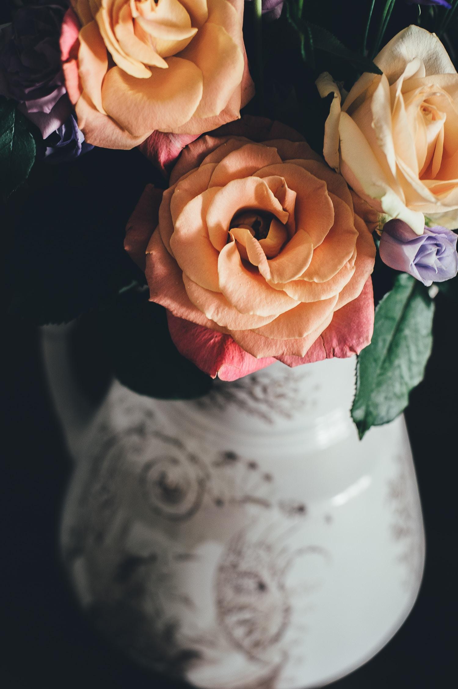 closeup photo of beige rose flower arrangement