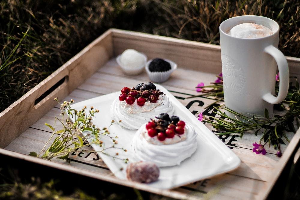 tray and mug in brown tray