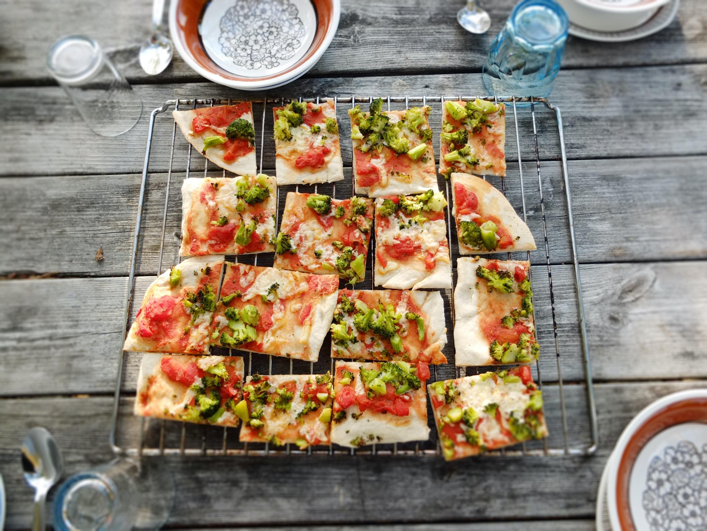 sliced pizza pie