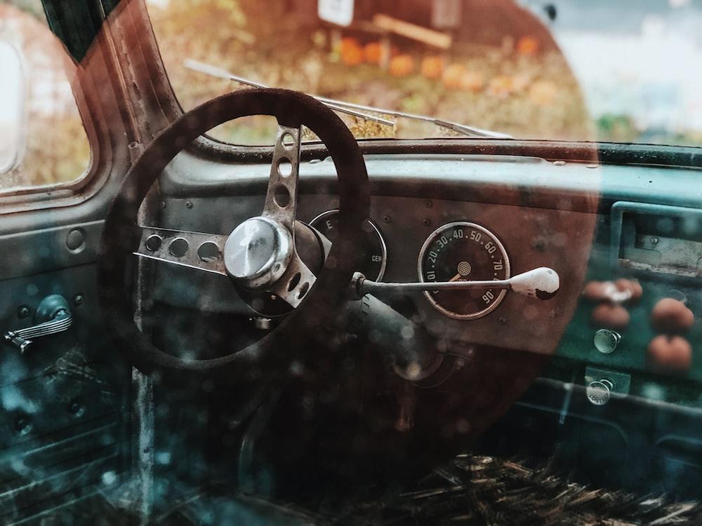 black steering wheel