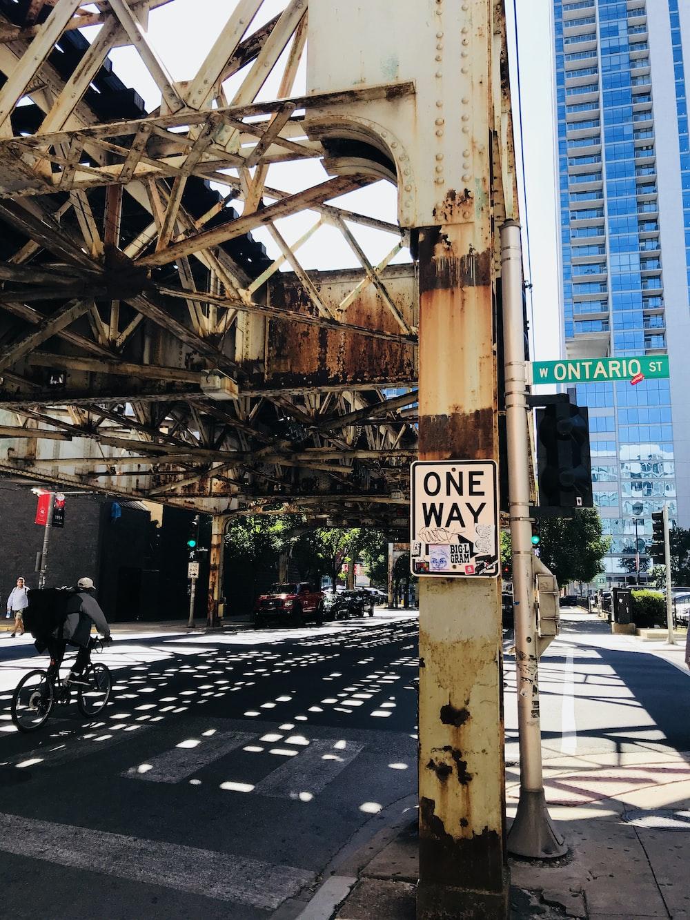 photo of one way road signage near Ontario St. signage