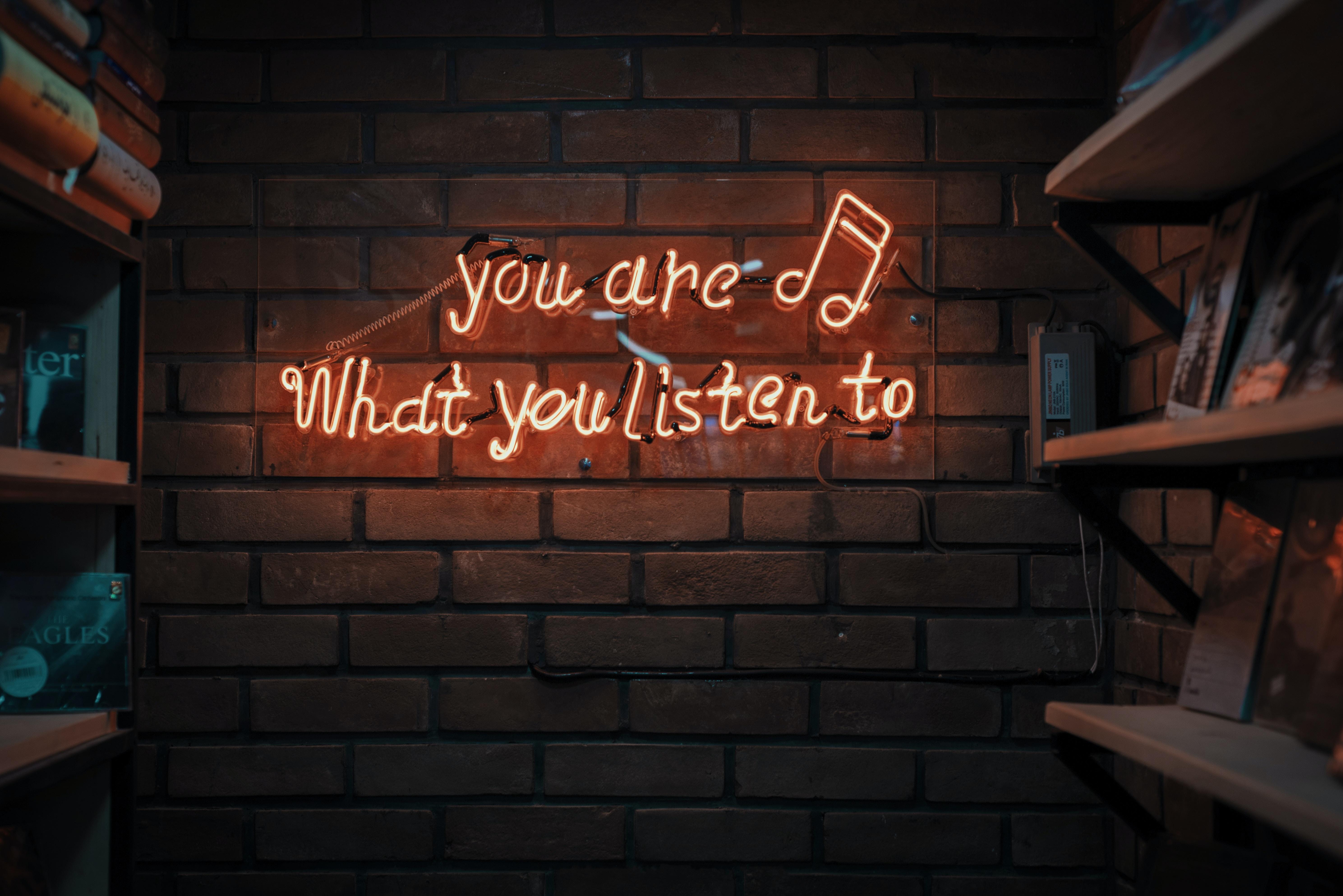 Salud: El uso de audífonos y recomendaciones digitales para melómanos