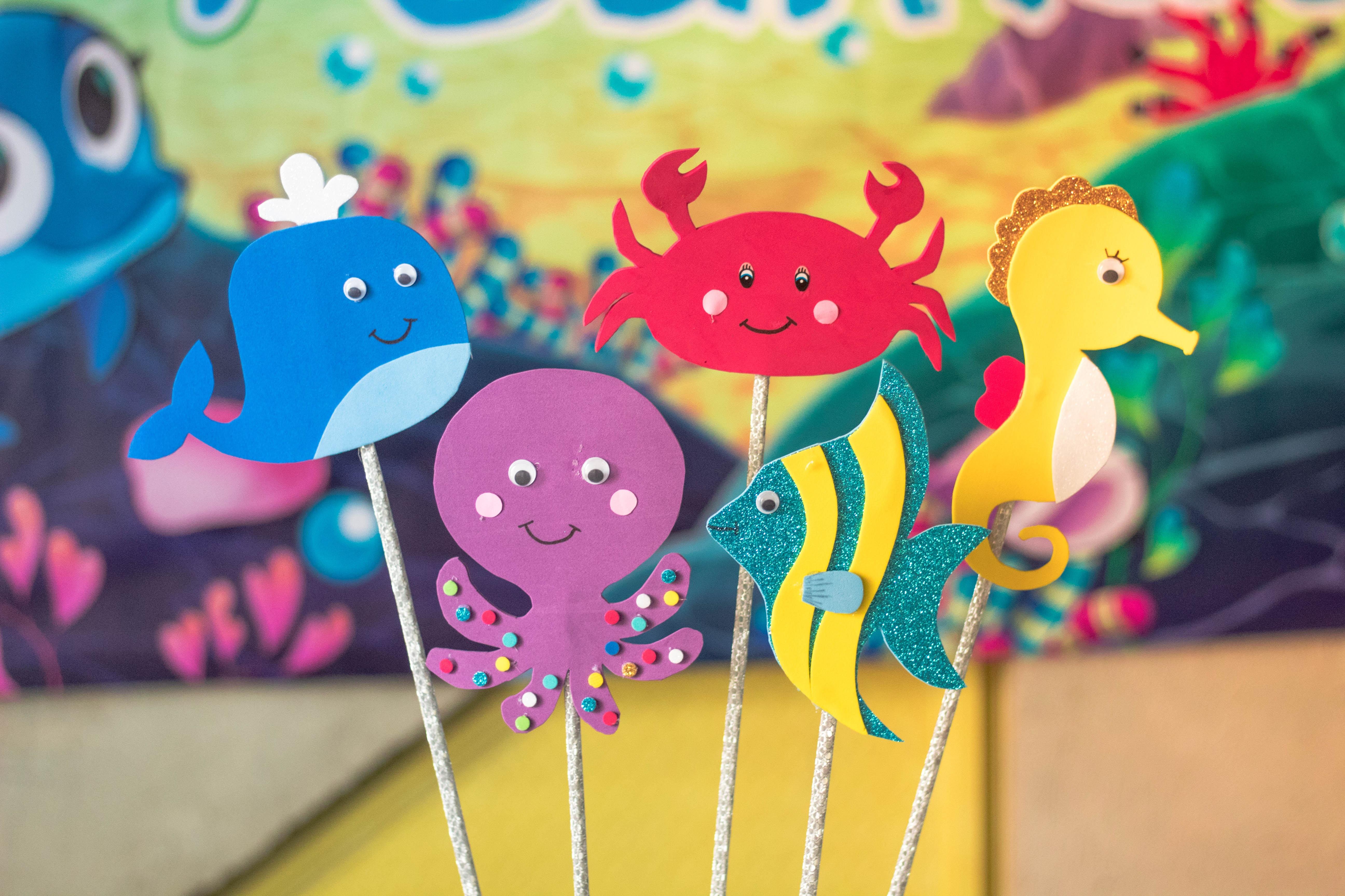 five assorted animal cake stick decor