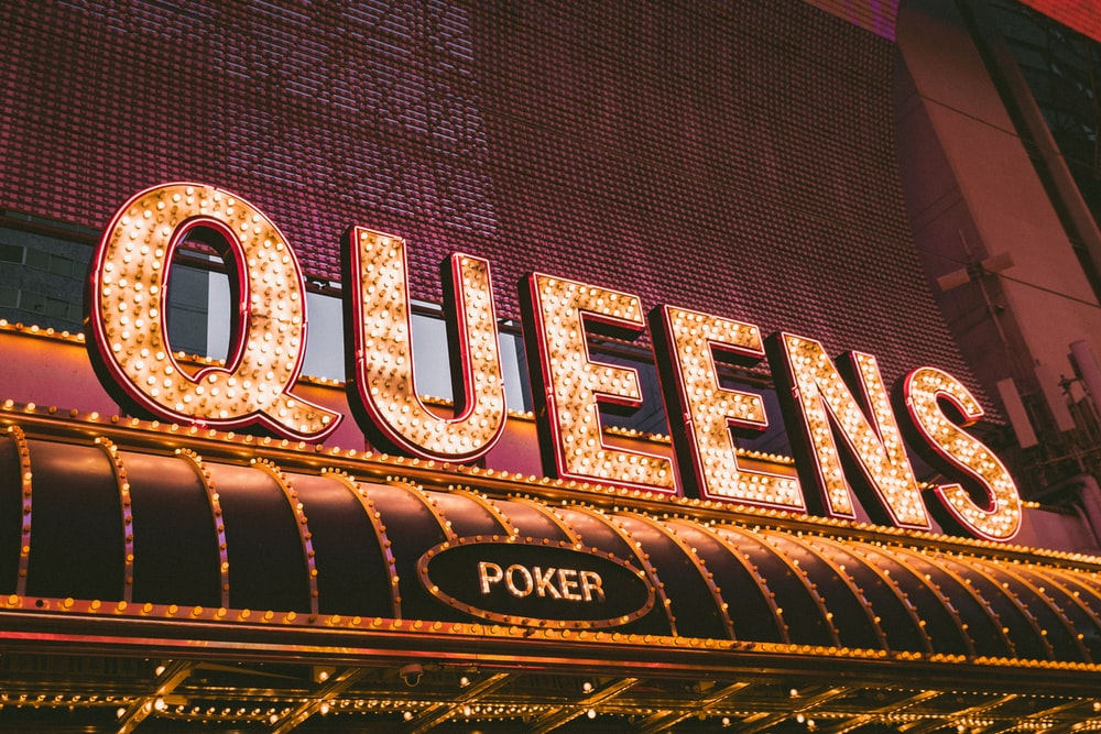 Queens Poker signage
