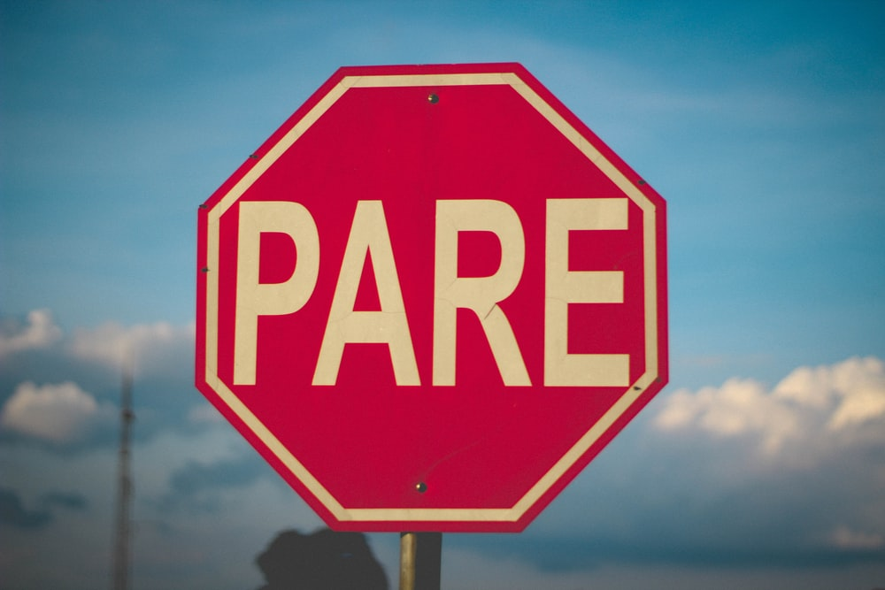 photo of red Pare road signage