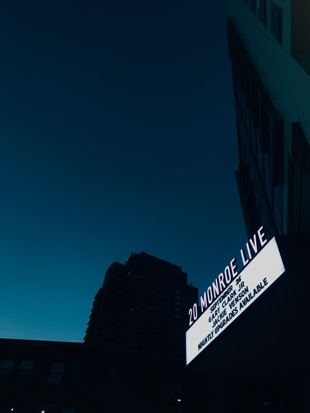 20 Monroe Live signage