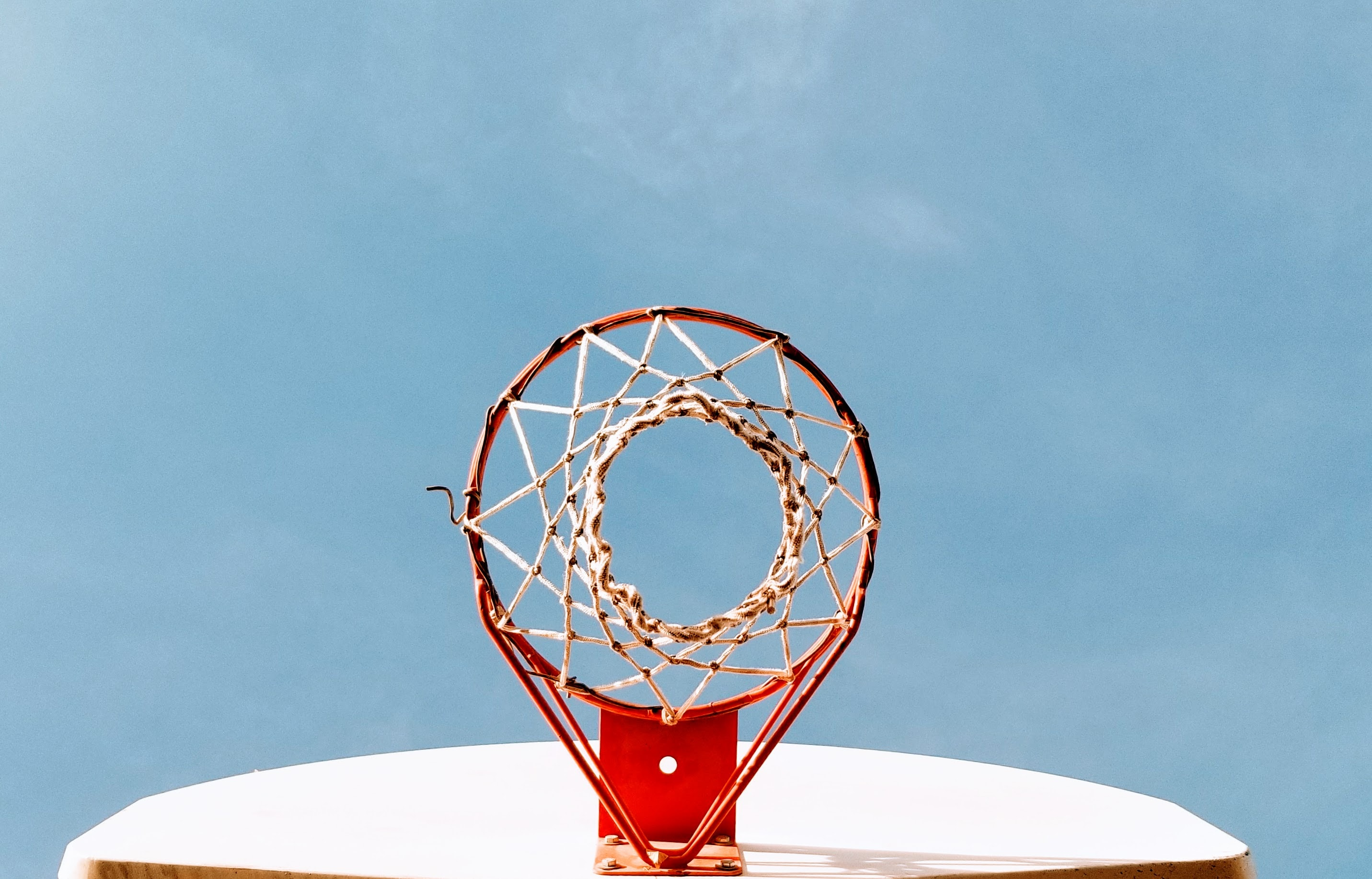 red and white basketball hoop low angle photography