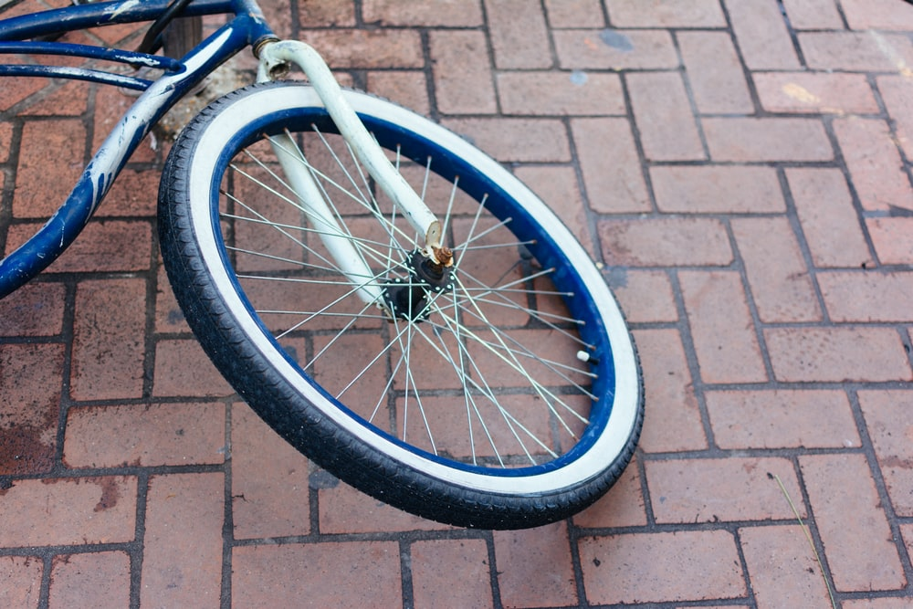close-up photography of bicycle rim and tire