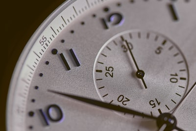 How to schedule a task at a specific time in Go
