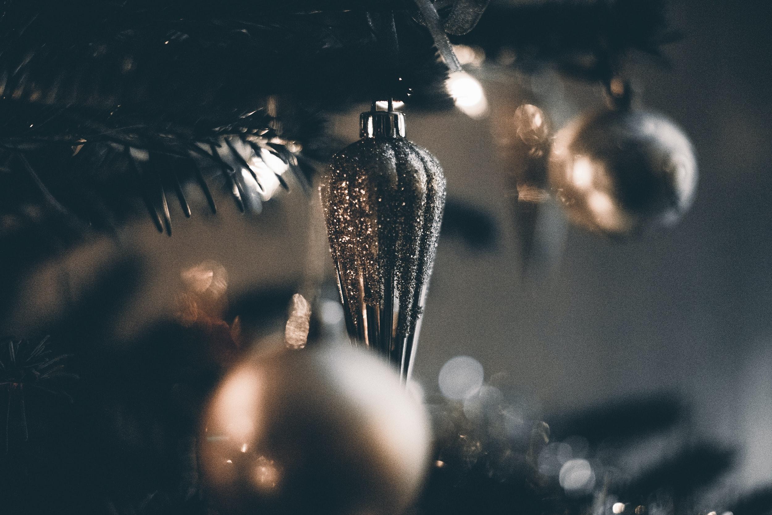 shallow focus photography of baubles