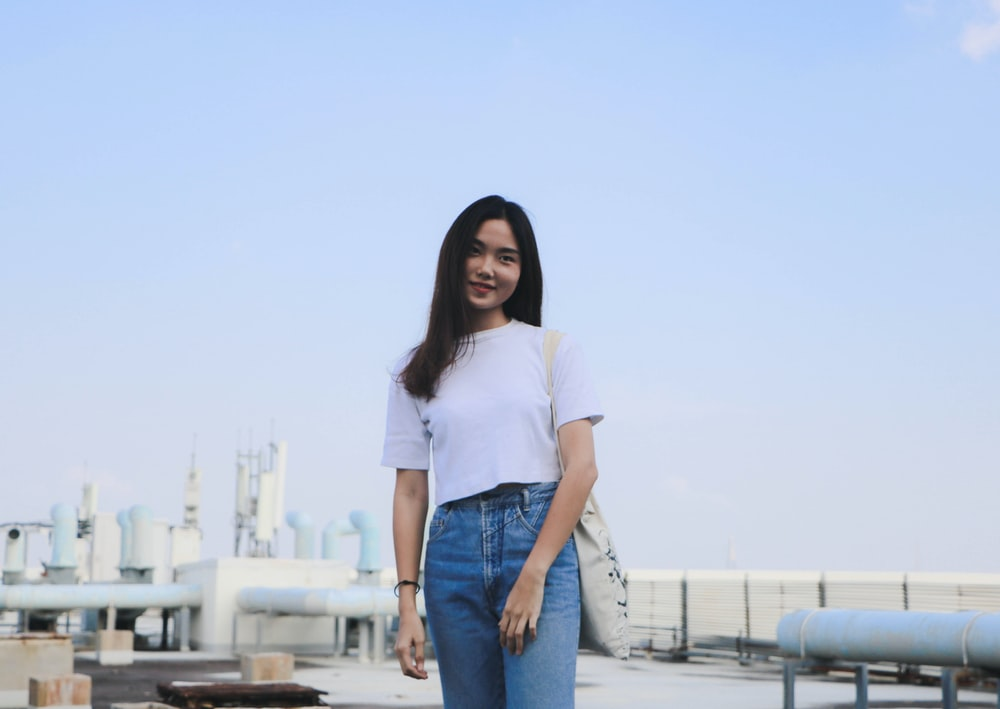 woman wearing white t-shirt and blue denim jeans