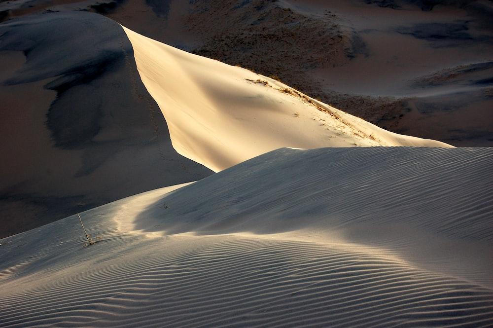 sand dunes at daytime