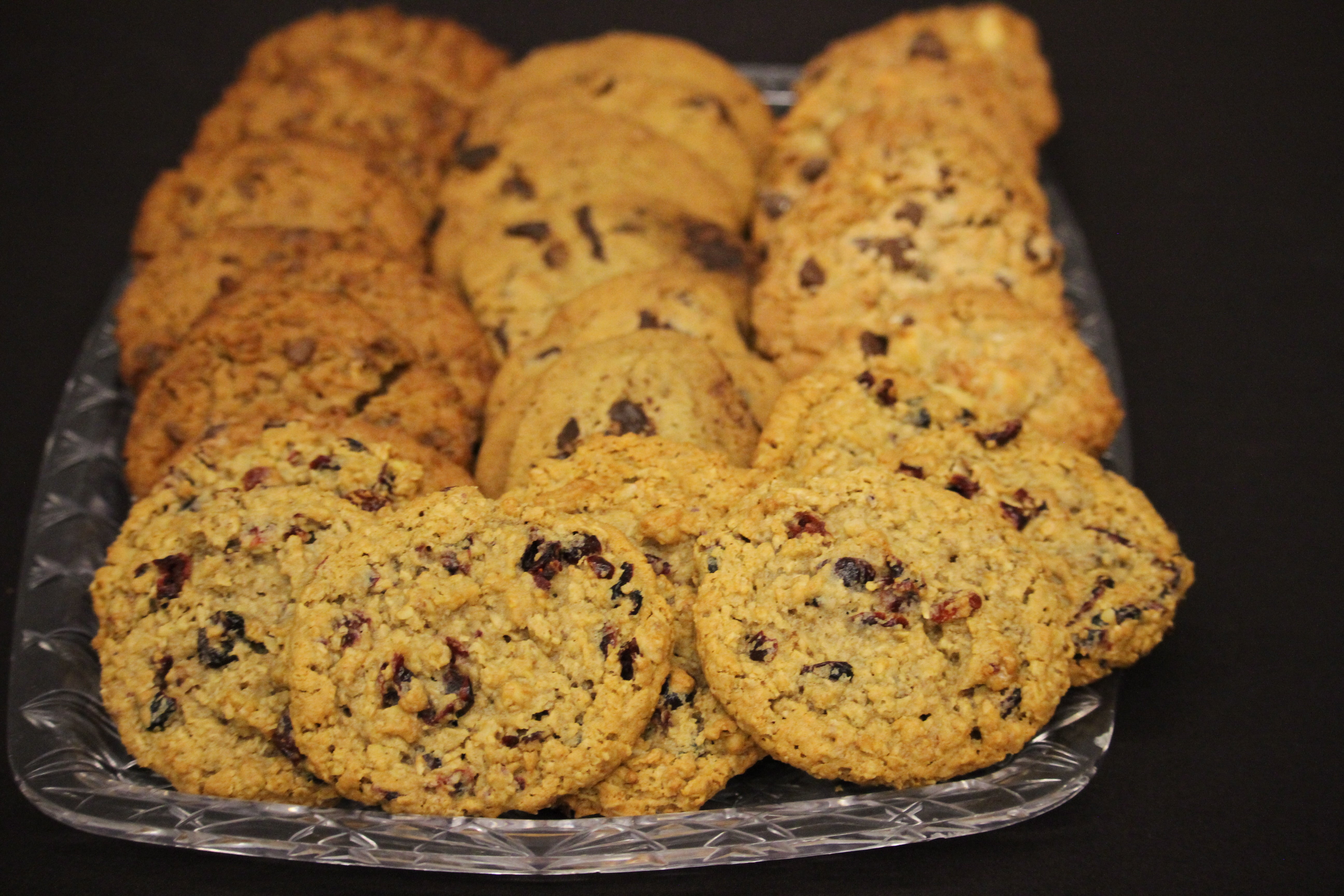 shallow focus photography of cookies in glass tray