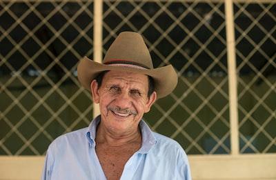 man wearing brown cowboy hat el salvador teams background