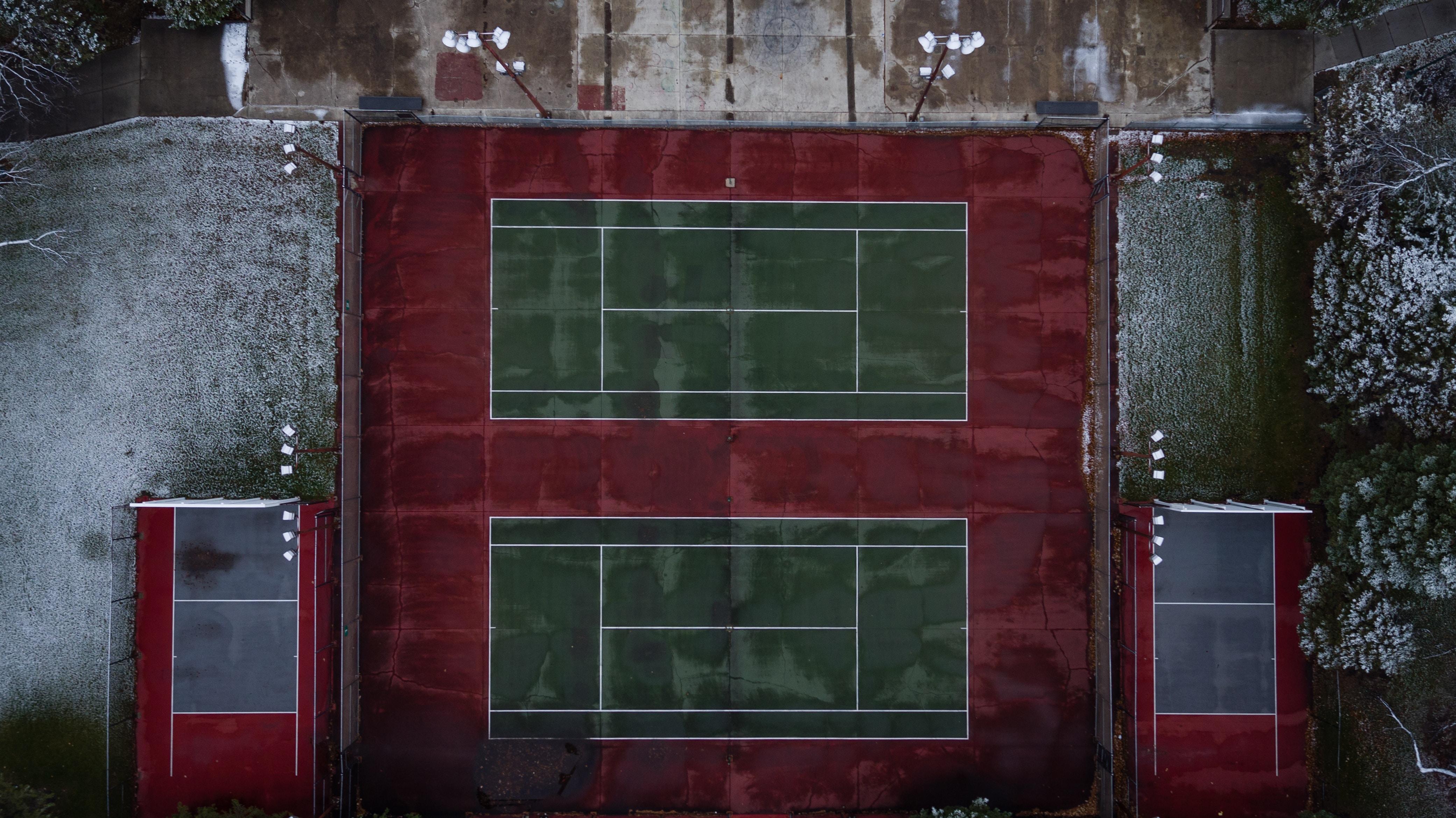 bird's-view photo of tennis court