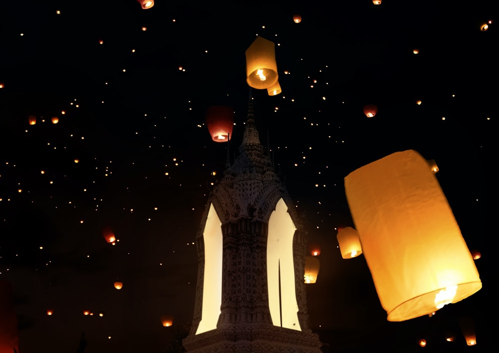 sky lanterns on air