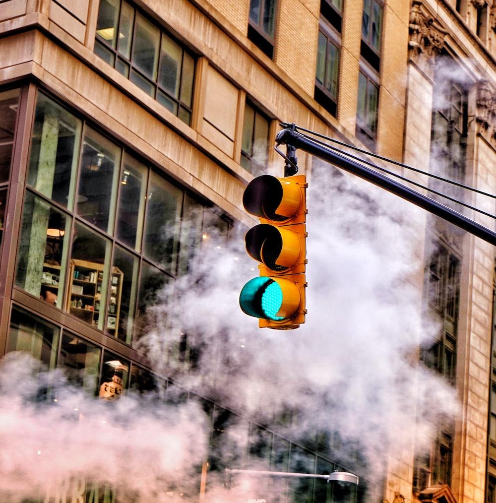 traffic light on green light