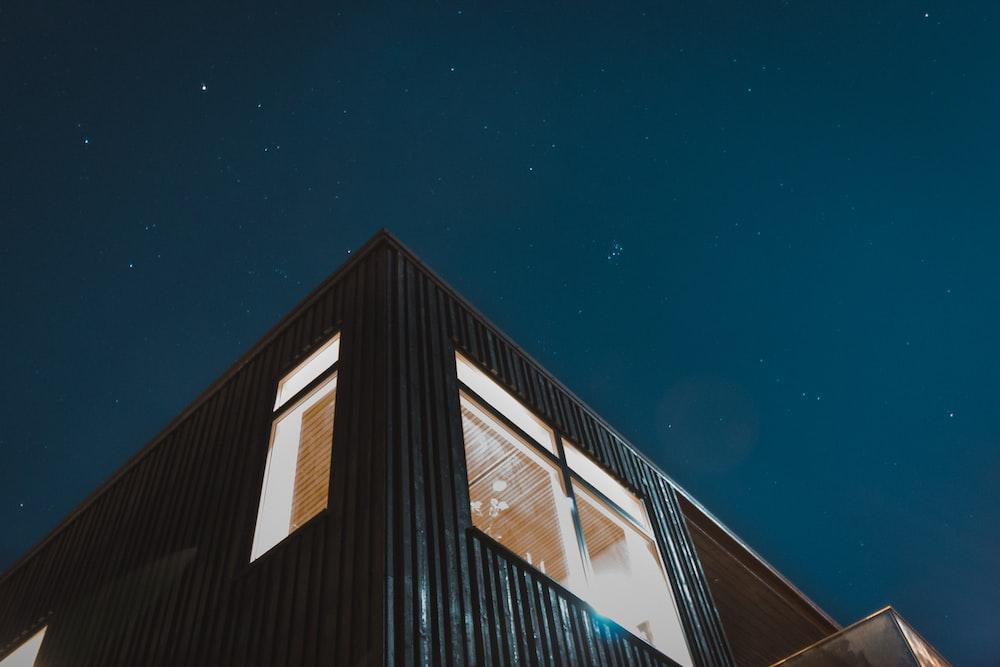 black building under blue sky