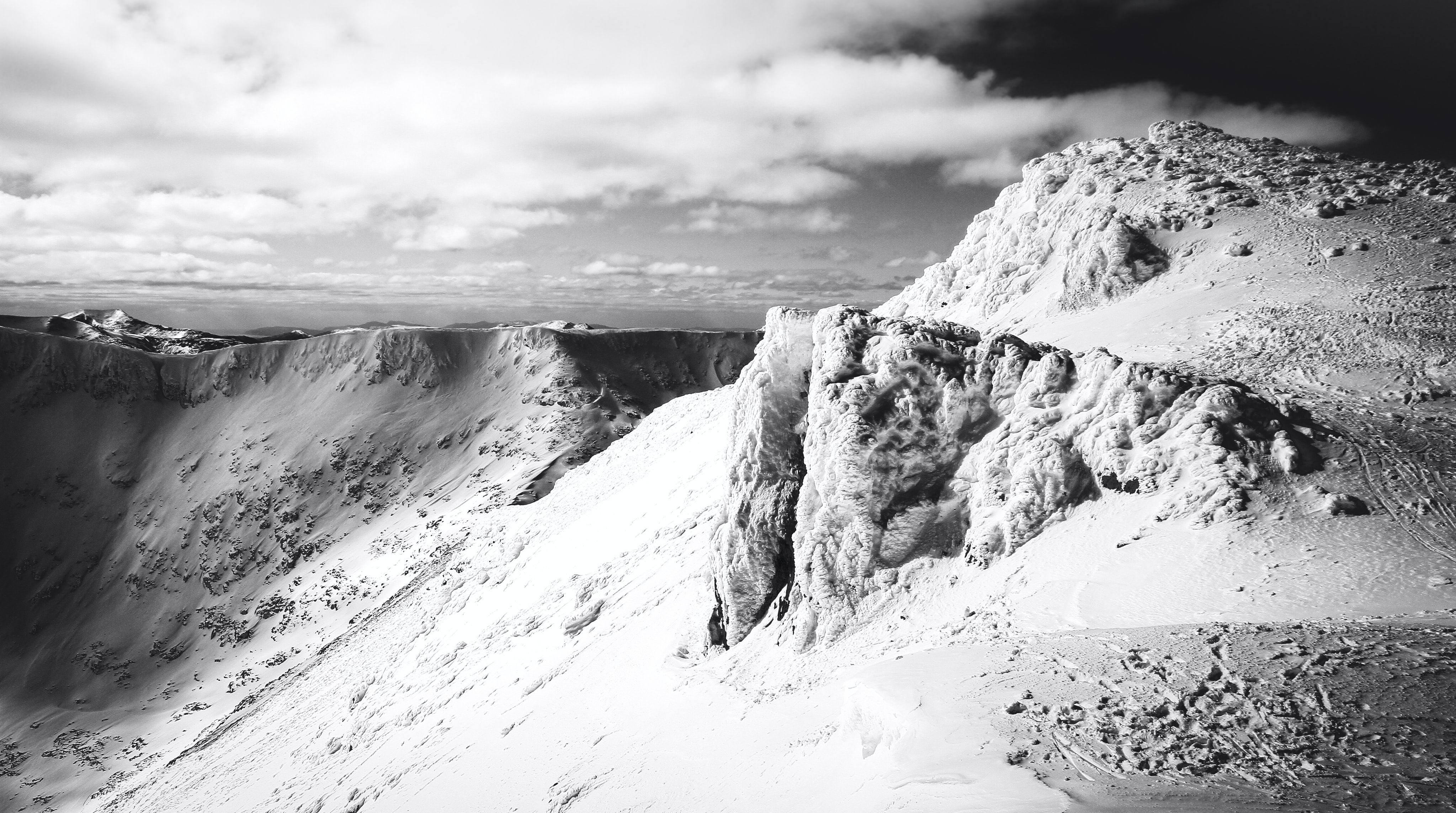 mountain of ice in shallow focus photography