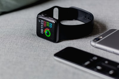 black smartwatch showing 08:11:23 apple watch zoom background