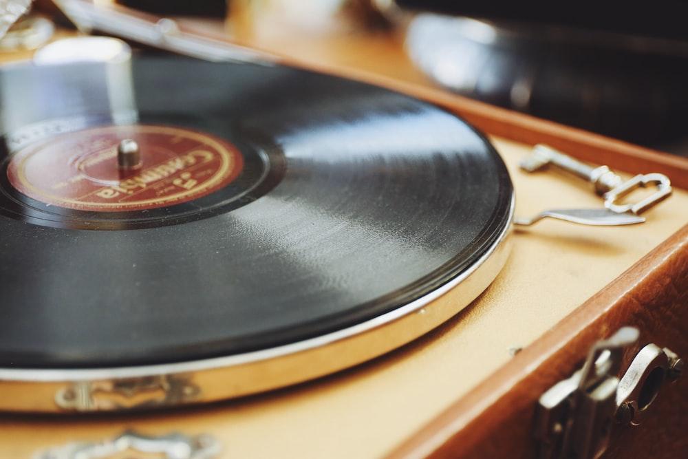 black and gray vinyl disc player
