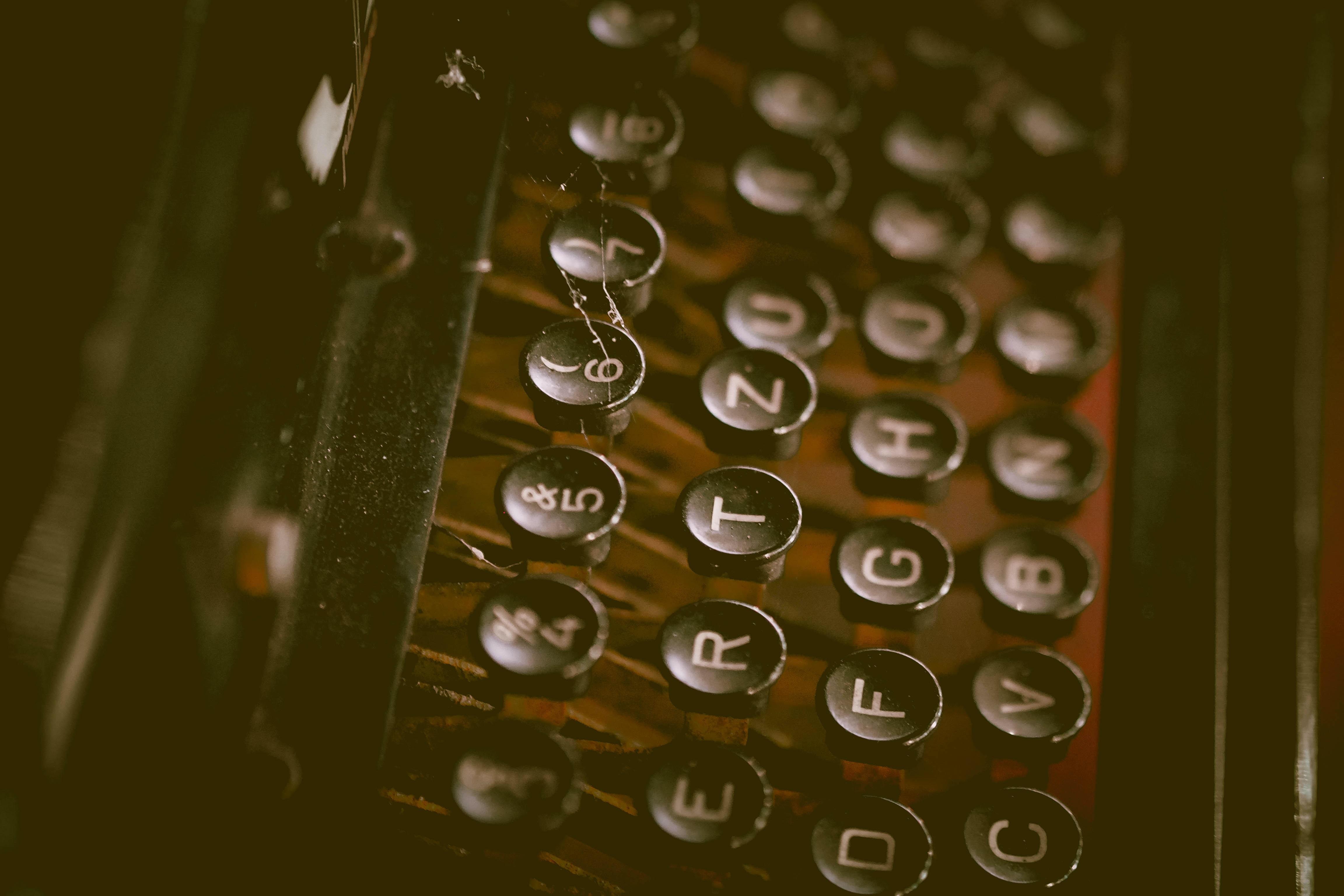closeup photography of typewriter