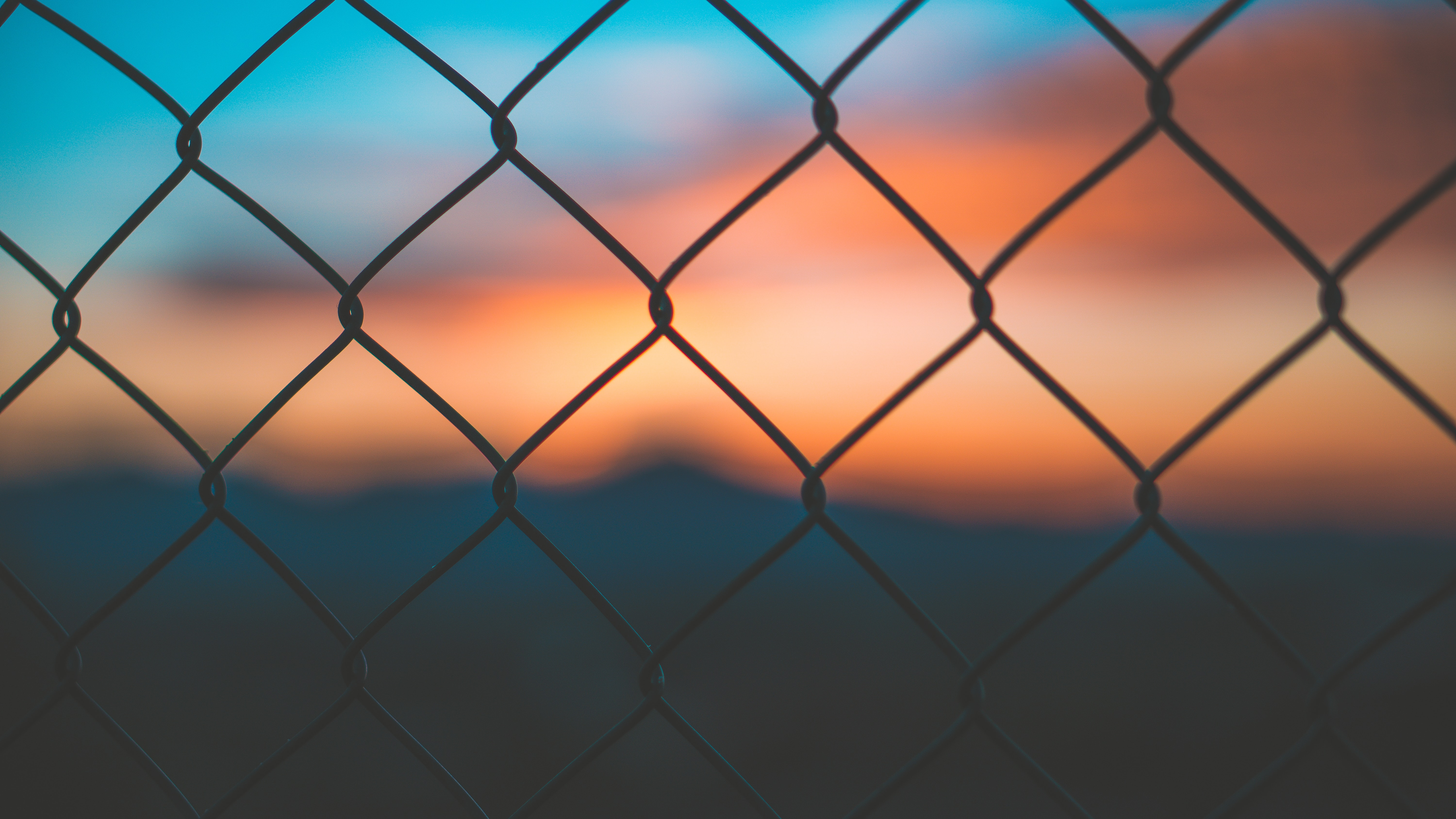 gray chainlink fence