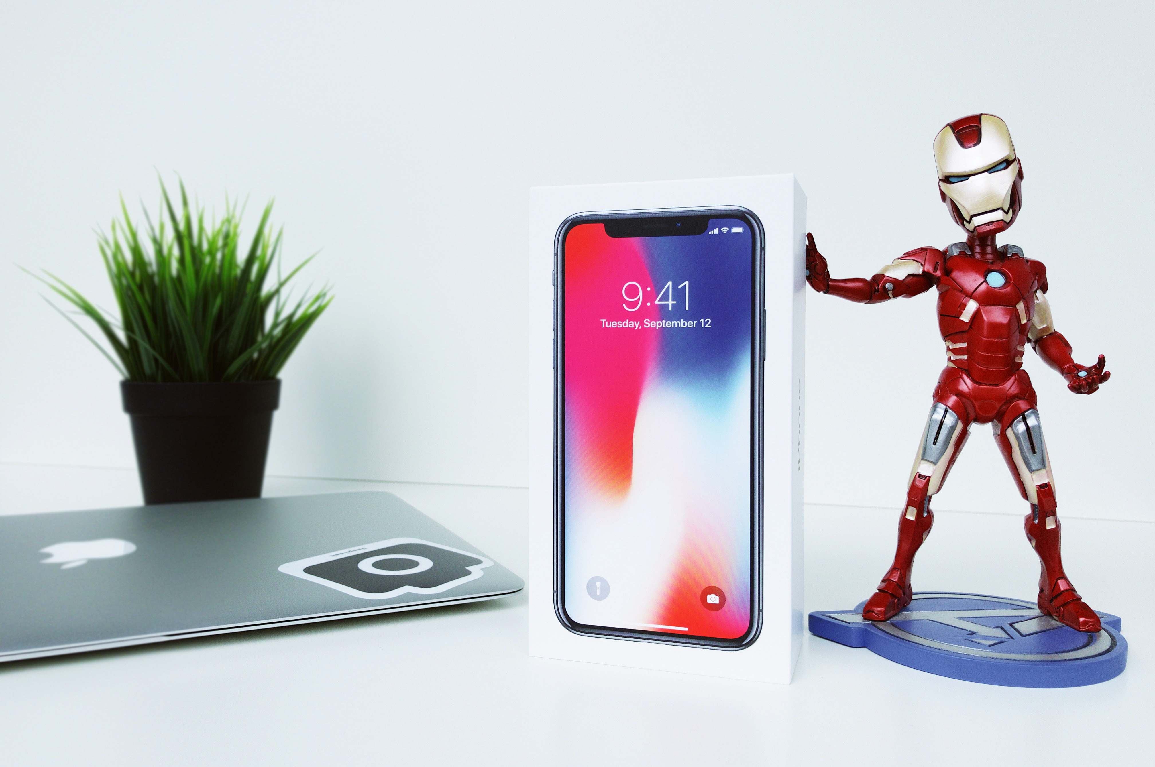 space gray iPhone X box