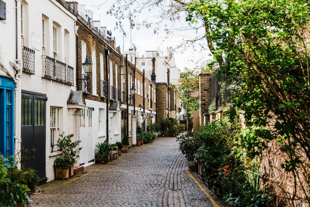 a snippet of the mews road
