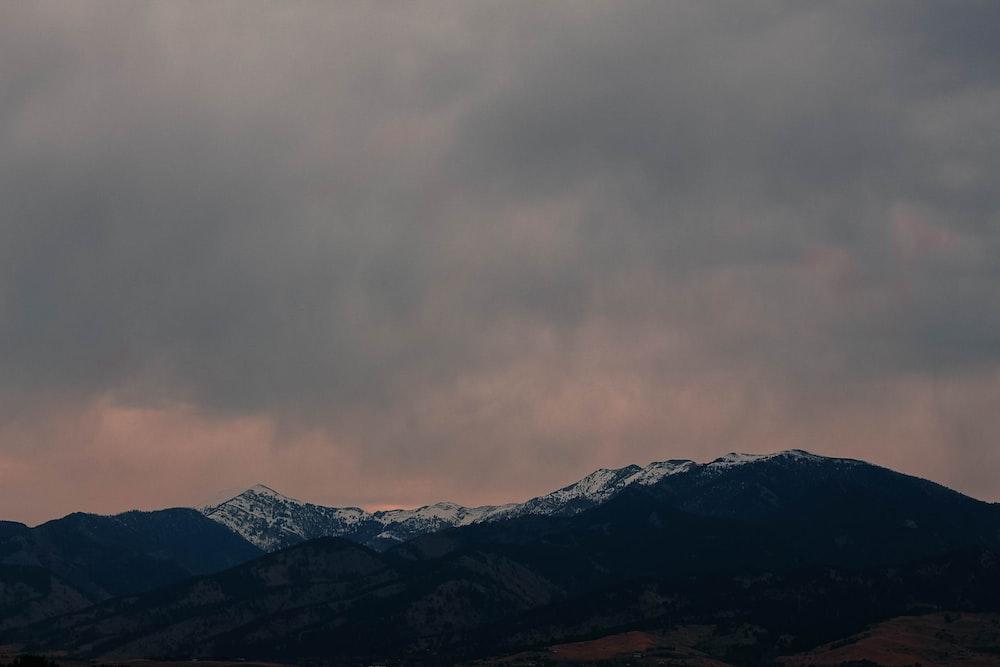 silhouete of mountains