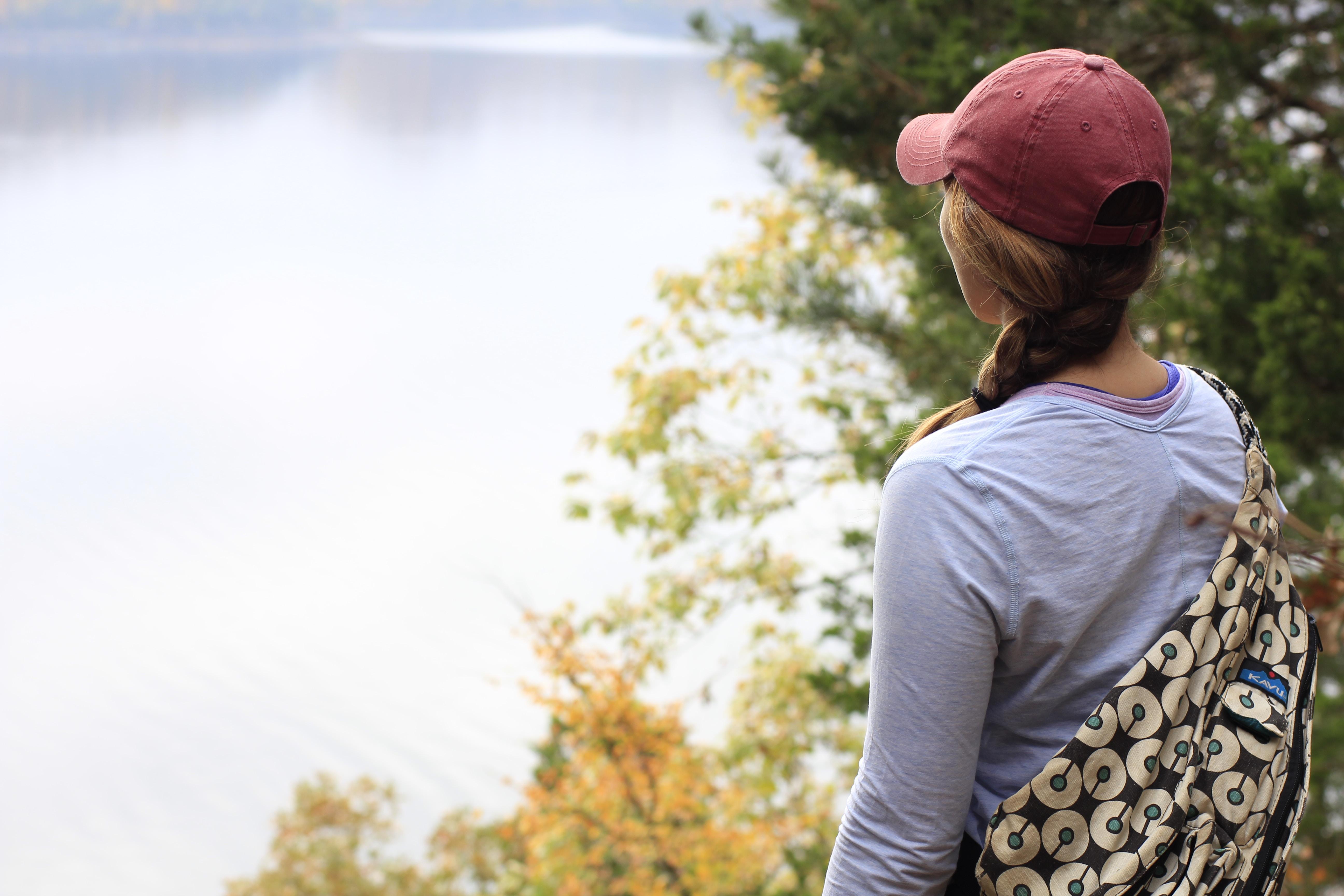 woman wearing long-sleeved shirt