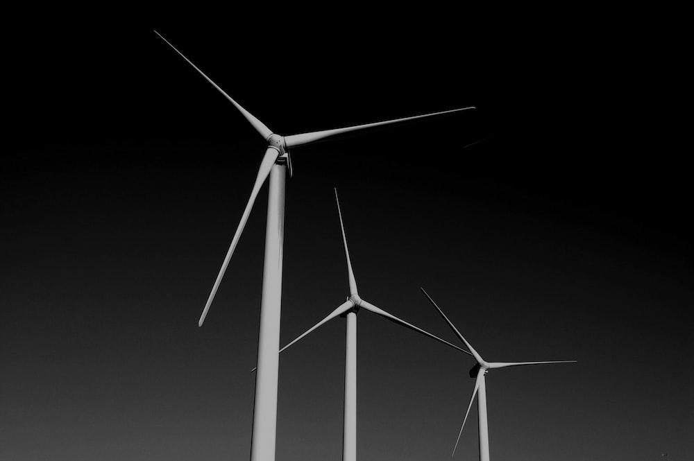 closeup photo of windmill