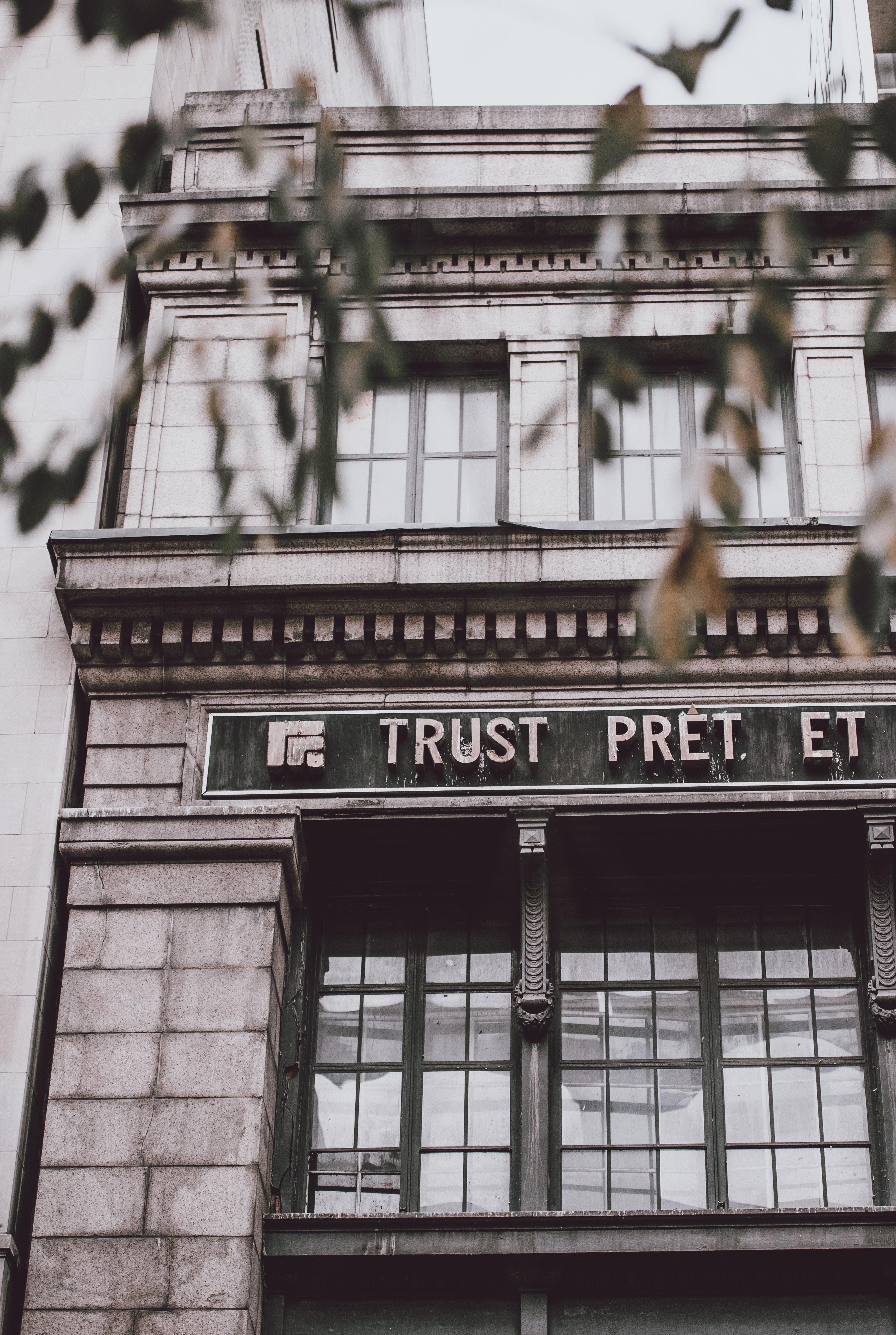 Trust Pret Et building