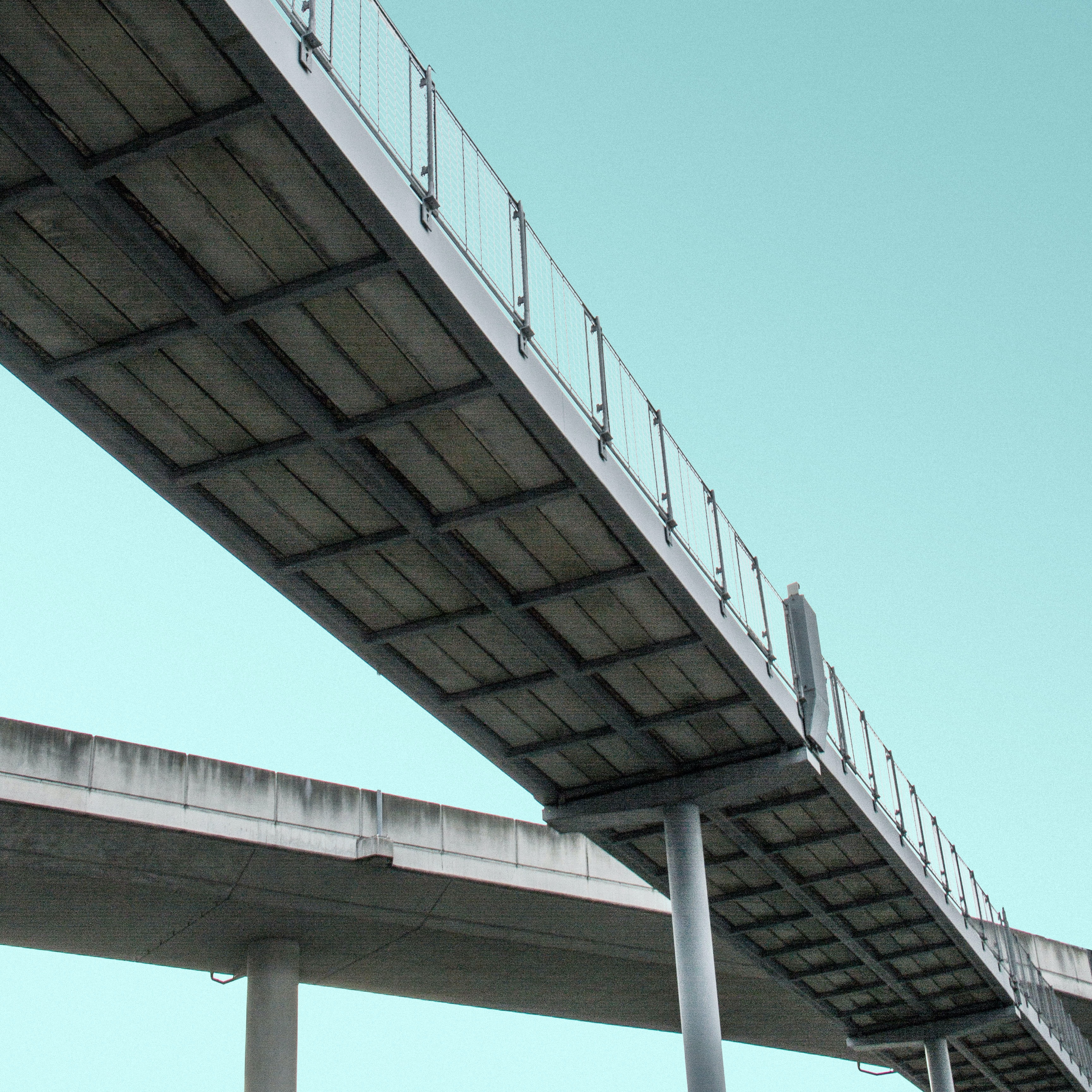 gray concrete bridge