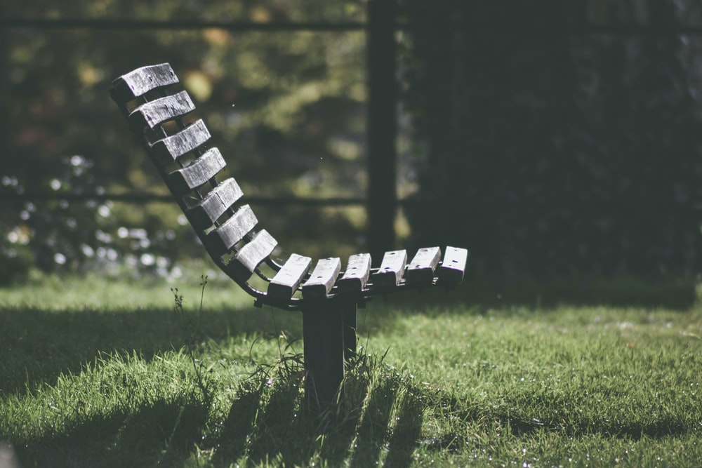 shallow focus photography of brown wooden chair