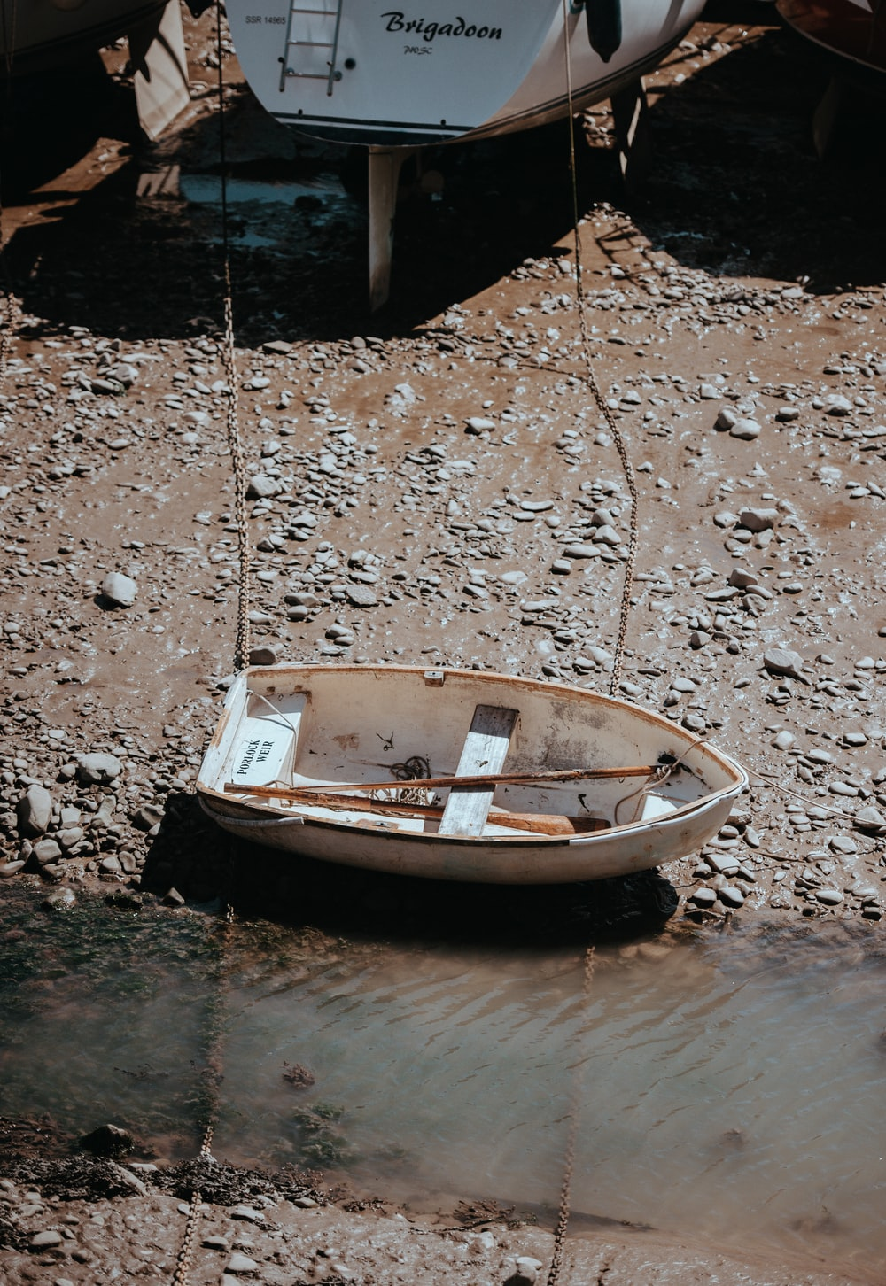 white jon boat on seashore