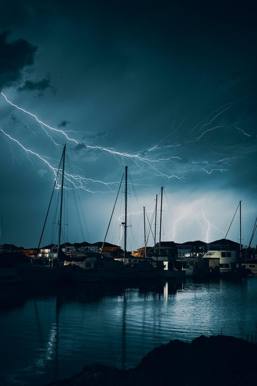 lightning on the sky during nighttime