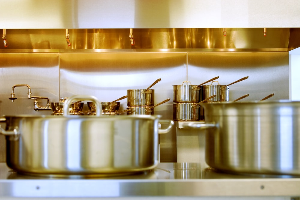 gray stainless steel cookwares in kitchen