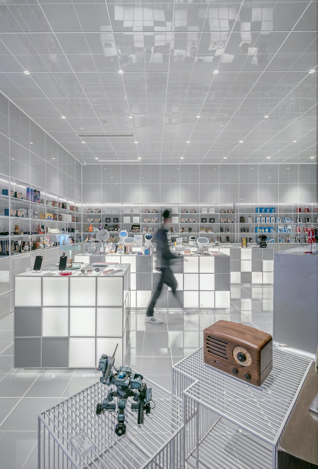 """This is a deep collaboration between Chicbus and Alipay - the world's first technology retail Alipay flagship store (Designed By LYCS Architecture). The design focus on the spatial strategy of emphasis on spatial experience. The square site was diagonally divided to be very different two parts """"virtuality and reality"""". This photo is the virtual part. The design focus on the spatial strategy of experience."""