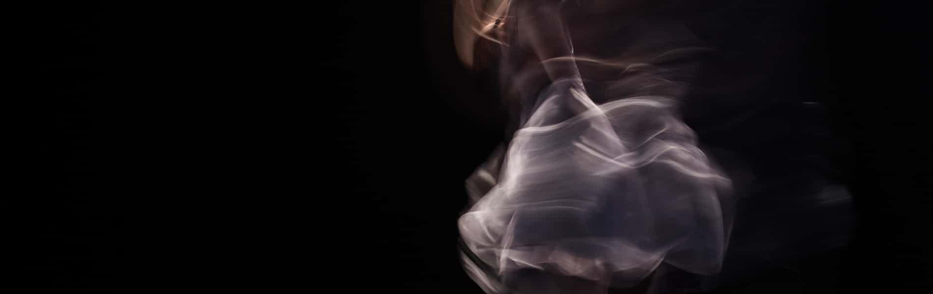 """בין תנועה וקיפאון: סקירת הספר """"בצלמנו כדמותנו"""" של צביקה תורן"""