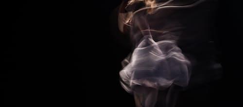 מגוף לגוף-ידע: סקירת הספר טיפול בתנועה ומחול – האמנות והמדע בעריכת דר הילדה ונגרובר ושרון צ'ייקלין