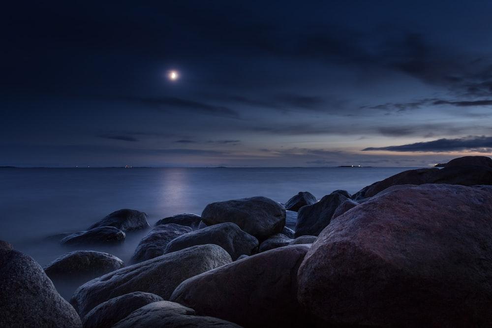 rocks near shore during nighttime